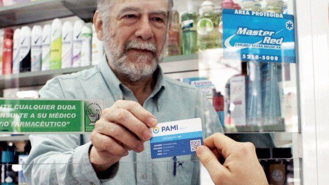 Comienzan a repartir la nueva credencial para los afiliados al Pami