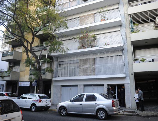 Uno de los vecinos dio testimonio de lo sucedido en el edificio. (Foto: S. Suárez Meccia)