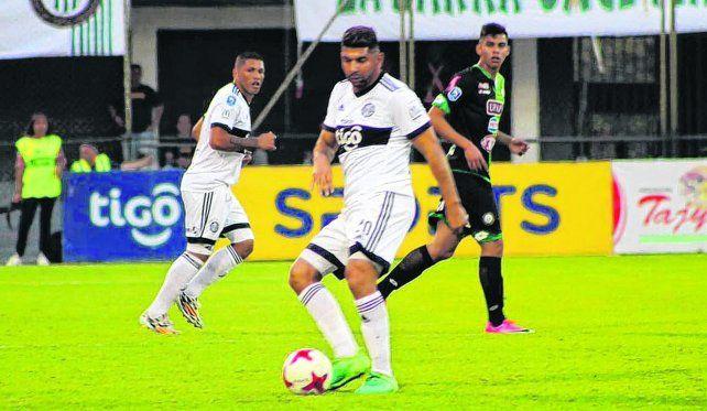 En acción. Ortigoza viene de jugar en Olimpia de Paraguay. En julio pasado le dijo no al canalla. Ahora la historia cambió.