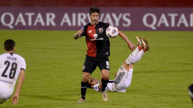 Pablo Pérez fue expulsado contra Libertad y no jugará contra Palestino.