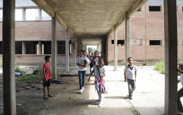 Reclamos. La comunidad educativa lleva 9 años pidiendo que se concluyan las obras.