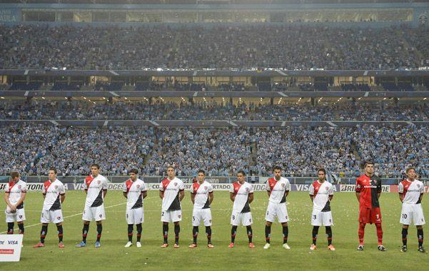 la formación del equipo rojinegro en el empate cosechado en Porto Alegre.