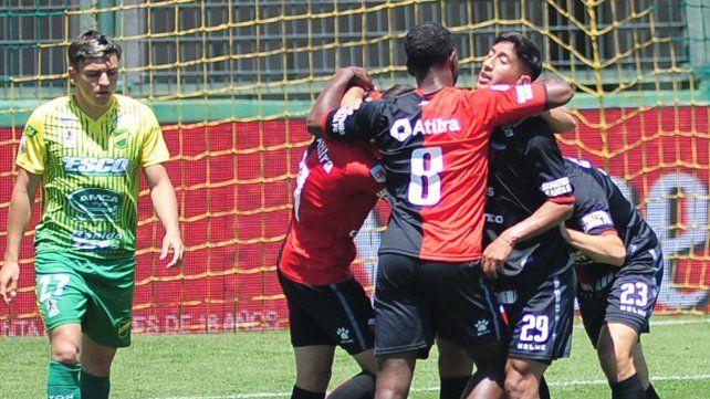Colón, un relojito en Florencio Varela: 3 a 0 ante Defensa y Justicia