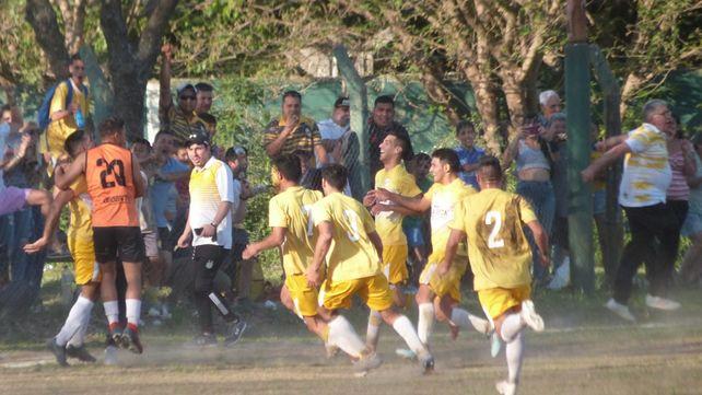 Gran victoria de los papales. El equipo dirigido por José Previtti vapuleó a Social Lux y sueña con la zona Campeonato.