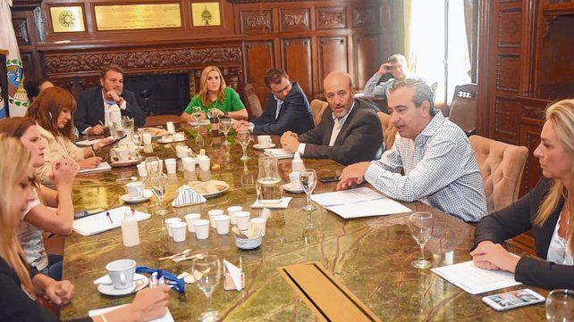 El encuentro entre los ediles y el intendente Pablo Javkin se realizó en el Salón de los Acuerdos.