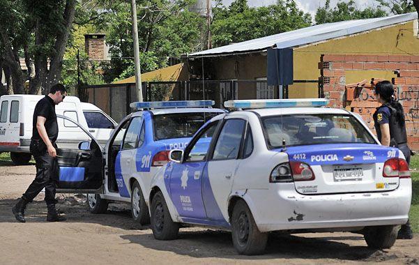 Ayer la policía vigilaba el barrio donde ocurrió el drama. (Foto: V. Benedetto)