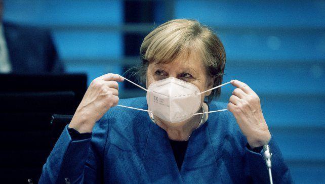Merkel acordó con los 16 gobernadores la extensión del confinamiento estricto.