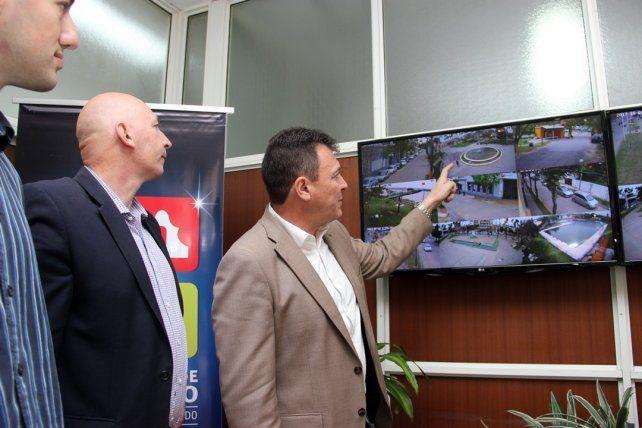 Seguridad. El intendente Raimundo inauguró el nuevo centro de monitoreo.