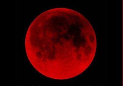 Luna sangrienta. A medida que el satélite va quedando bajo el cono de sombra terrestre