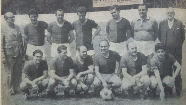 Don Ángel, el tercero parado desde la izquierda, fue DT leproso entre 1965 y 1969.