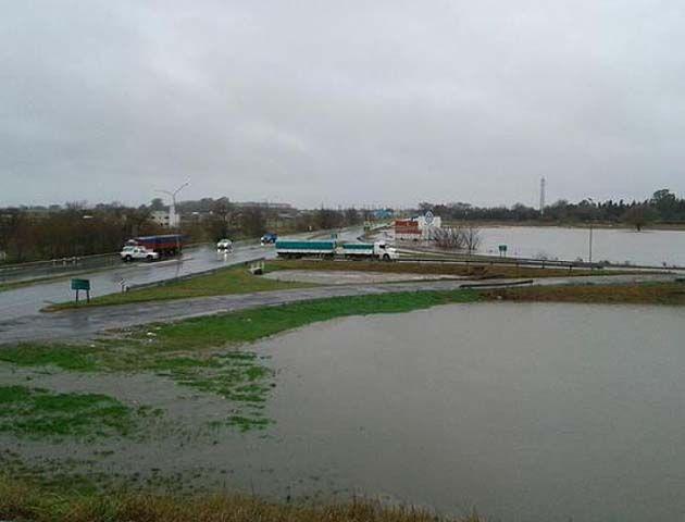Por las intensas lluvias se encuentra cortada la ruta 33