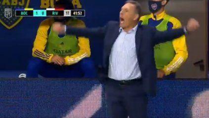 Russo se comió el amague: lo gritó pero no fue gol
