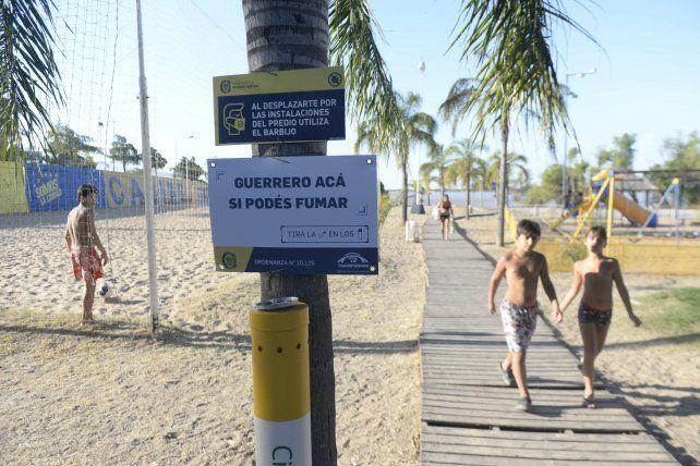 Las playas de Rosario Central cuentan con lugares para fumadores.