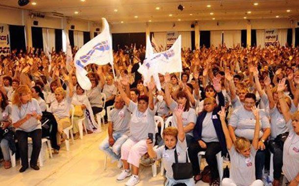 Los delegados que representan a los trabajadores estatales aceptaron hoy la propuesta salarial.