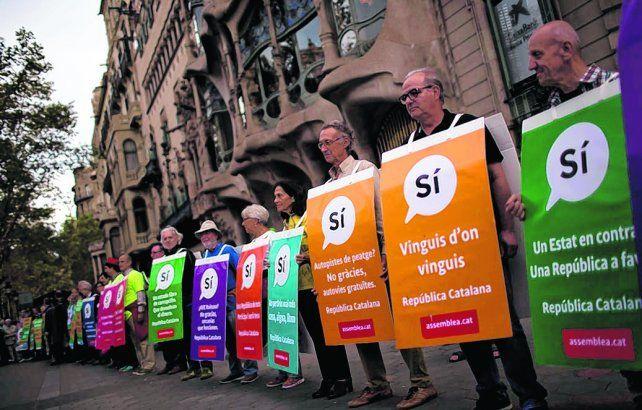Por el sí. Una de las tantas marchas de ciudadanos a favor de la consulta soberanista en Barcelona.