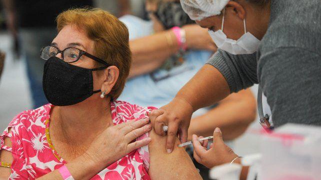 El 93 % de los mayores 80 años de Rosario ya fue vacunado contra el Coronavirus.