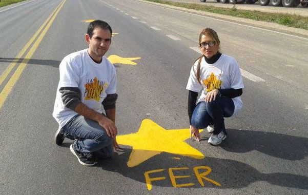 Por su papá. Sabrina y Nicolás Barrientos pintaron una estrella por su padre