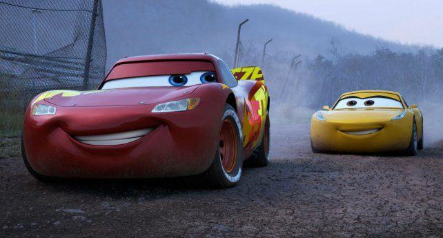 Equipo. El Rayo McQueen vuelve a estar en carrera en la nueva entrega.