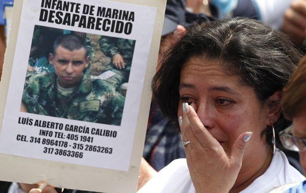 Cientos de familiares de víctimas de las Farc protestaron ayer en Bogotá. Sostienen que sus seres queridos están en manos de la guerrilla