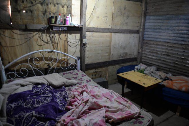 Brian estaba con sus padres sobre la cama cuando su casa fue baleada y el fue alcanzado por un proyectil.