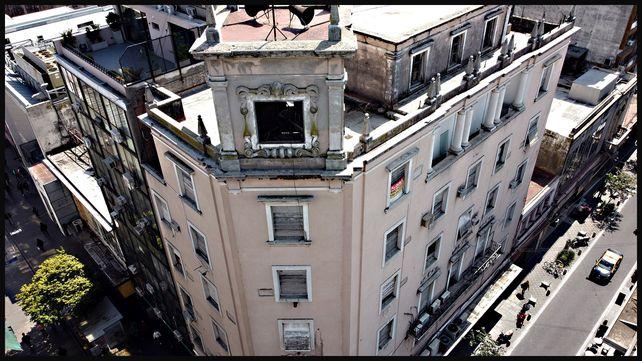 Córdoba y Sarmiento, edificio Escasany, en la ochava noroeste.