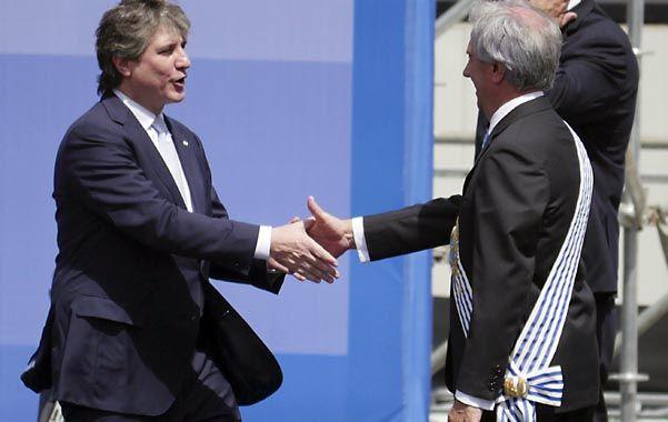 mucho gusto. Boudou representó a la Argentina y saludó a Tabaré. El público uruguayo lo abucheó sonoramente.