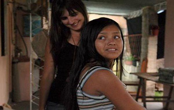 La directora Daniella Seggiaro junto a la protagonista Rosmeri Segundo