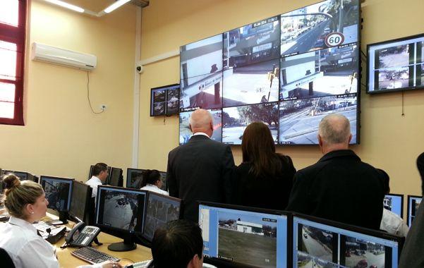 Flamante. El nuevo centro de control y monitoreo permite chequear en tiempo real lugares estratégicos de toda la ciudad.