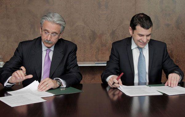Ali Moshiri por Chevron América latina y Miguel Galuccio de YPF rubricaron un entendimiento en 2012. (NA)