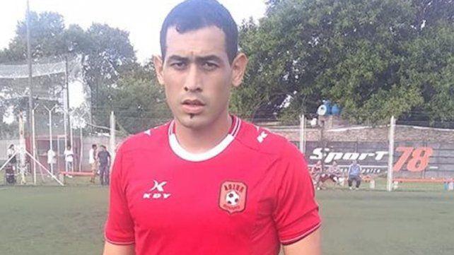 Sigue en el Viaducto: El arquero Julián Cardozo continúa entrenando en el equipo dirigido por Facundo Biondi.