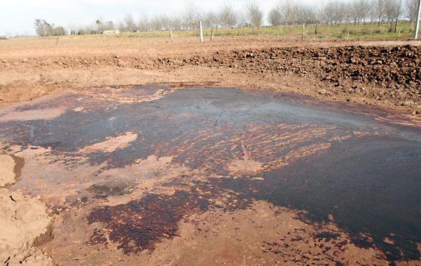 Medio Ambiente provincial ya intervino para analizar muestras de esos desechos rojizos y con mal olor.