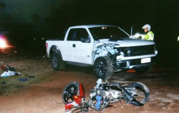 La camioneta en la que viajaba Luis Cavani impactó contra el ciclomotor.