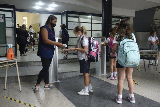 La implementación de protocolos Covid incrementó los gastos en los colegios.