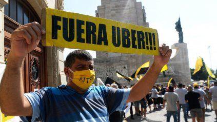 Uber pide a los concejales rosarinos que las personas puedan elegir cómo moverse