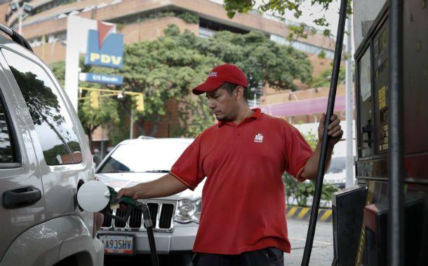 Tanque lleno por un dólar. El Estado venezolano pierde más de u$s15.000 millones al año en subsidios a las naftas.