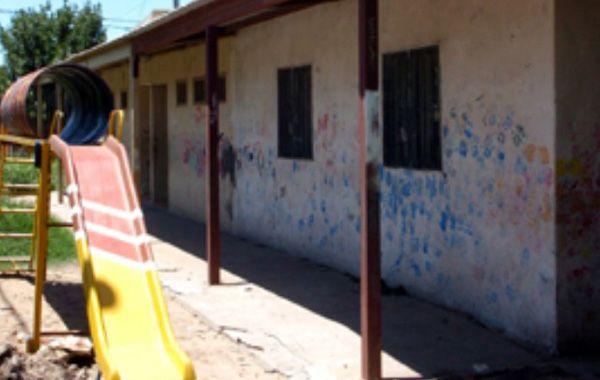 El maestro fue fusilado por fuerzas dictatoriales en la vía pública (Almafuerte y Avenida Alberdi) el 15 de diciembre de 1976.