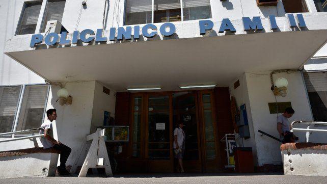 En la computadora. Para acceder es necesario ingresar a turnos-hospitales.pami.org.ar.