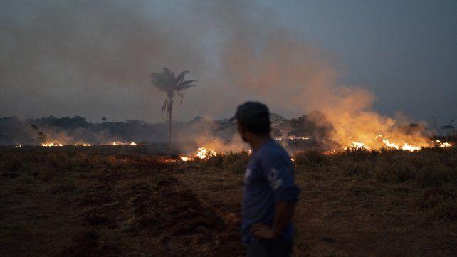 A quemar. Quema de pastizal en Nova Santa Helena