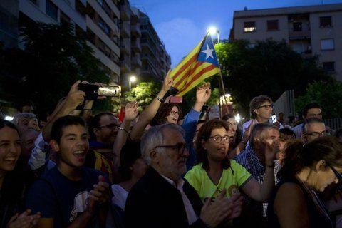 fervor. El público separatista se reunió en Tarragona para escuchar a Carles Puigdemont.