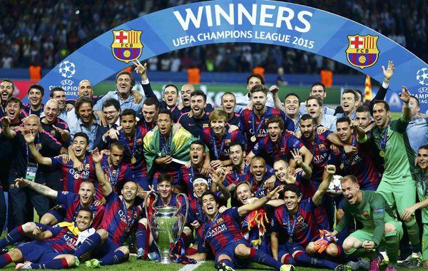 El plantel de Barcelona festeja la obtención de la quinta Orejona en la historia del club. (Foto Reuters)