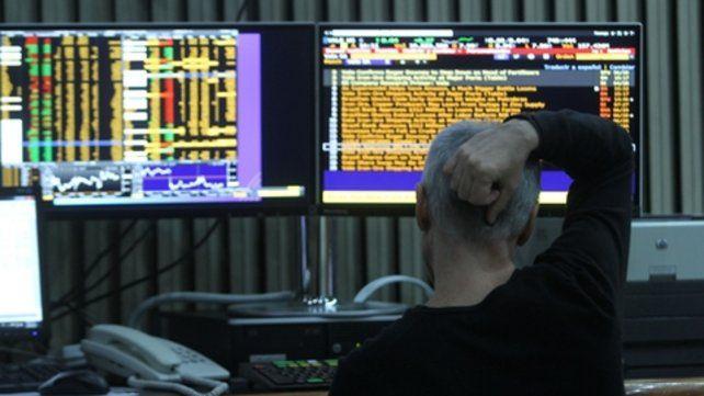 Incertidumbre. El mercado accionario enfrenta una ola de venta de títulos privados y públicos.