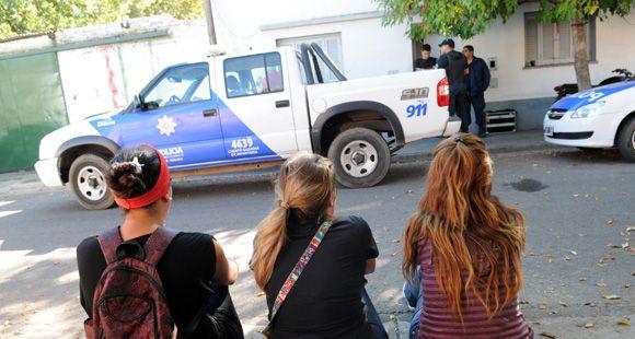 Derribaron la puerta de su casa en barrio Parque y lo asesinaron de tres balazos