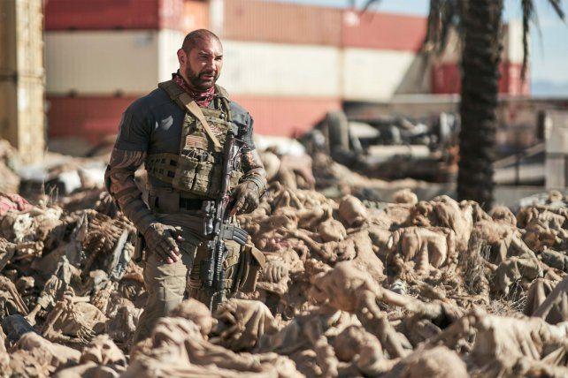 Sobre un montón de huesos. El protagonista Scott Ward (Bautista) afrontará una dura batalla zombie.