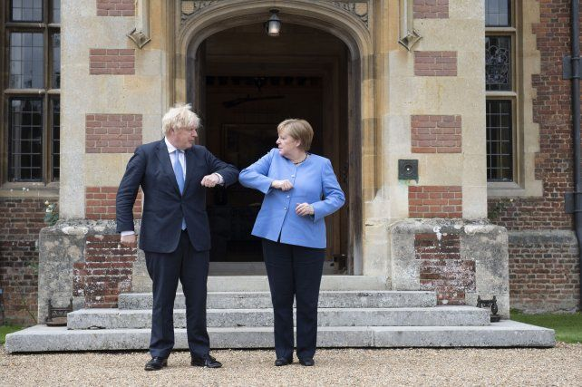 Boris Jonhson recibió a Angela Merkel en la residencia de verano del primer ministro