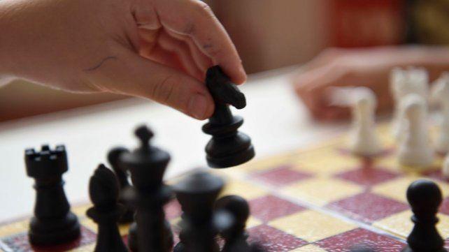 Unos 40 mil estudiantes de cuarto y quinto grado de la primaria reciben clases curriculares de ajedrez en Santa Fe.