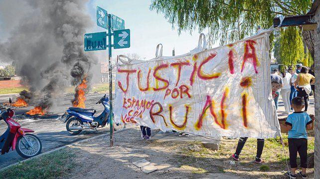 Reclamo. Tras el crimen de Brian Sánchez todo un barrio protestó por los arreglos de la policía y los narcos.