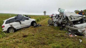 El VW Suran y el Peugeot 408 chocaron de frente de manera violenta.