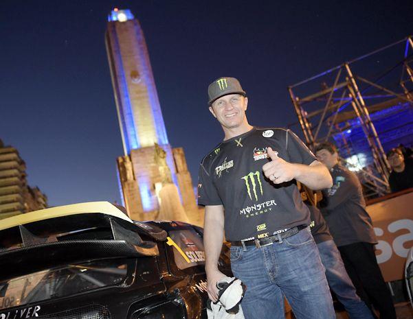 Exclusivo. El carismático Petter Solberg posó para Ovación en una jornada a puro show. El piloto noruego sólo piensa en retener el título mundial.