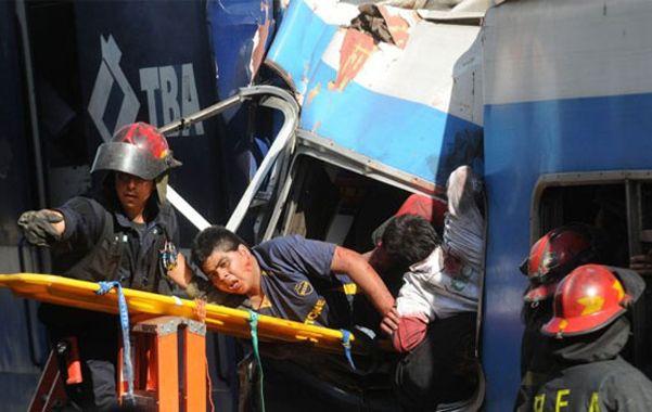 Dantesco. Miguel Gerónimo es rescatado del convoy siniestrado en 2012.