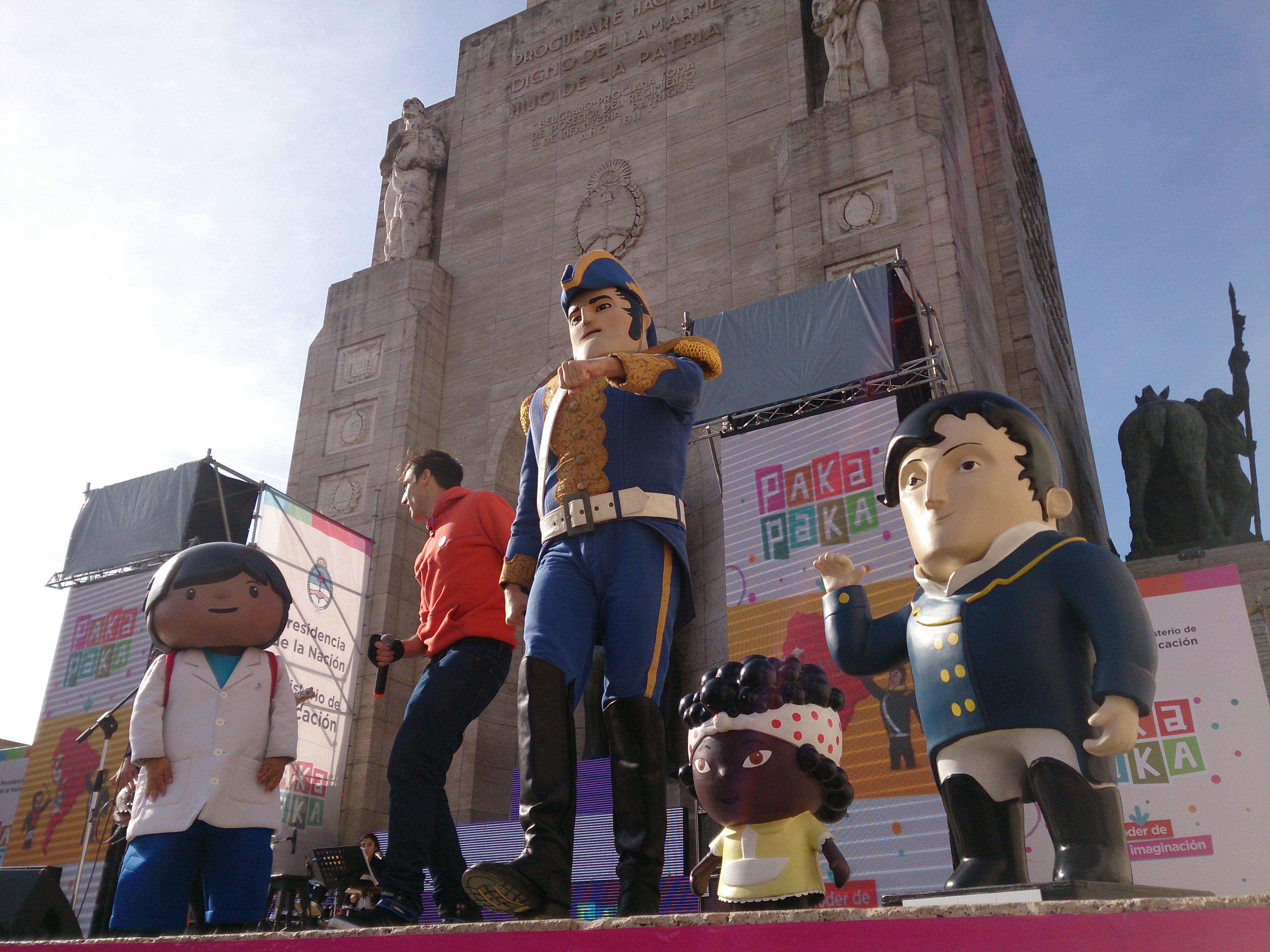 El elenco de Paka Paka fueron una de las atracciones en el Patio Cívico del Monumento (foto: Celina Mutti Lovera)